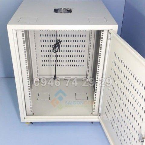 """Tủ mạng 19"""" 15U sâu 600 có bánh xe - H820xD600xW600mm có ổ cắm"""