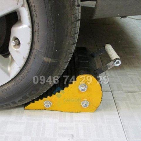 Chèn bánh xe màu vàng