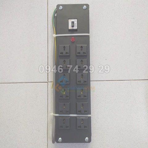 Ổ cắm tủ rack COMRACK 12 port có CB 30A